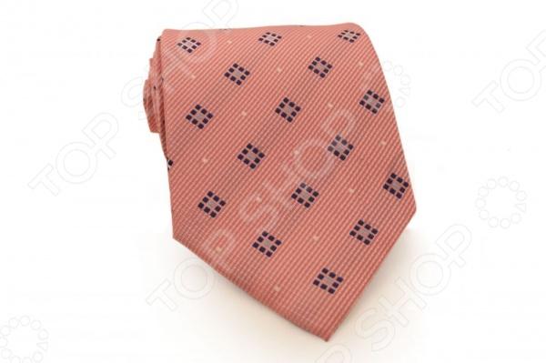 Галстук Mondigo 33523Галстуки. Бабочки. Воротнички<br>Галстук Mondigo 33523 - модный мужской галстук, выполненный из микрофибры, которая обладает высокой устойчивостью и выдерживает богатую палитру оттенков. Галстук бледно-розового цвета, украшен мелким геометрическим рисунком. Такой стильный галстук будет очаровательно смотреться с мужскими рубашками темных и светлых оттенков. Упакован галстук в специальный чехол для аккуратной транспортировки. Дизайн дополнит деловой стиль и придаст изюминку к образу строгого делового костюма.<br>