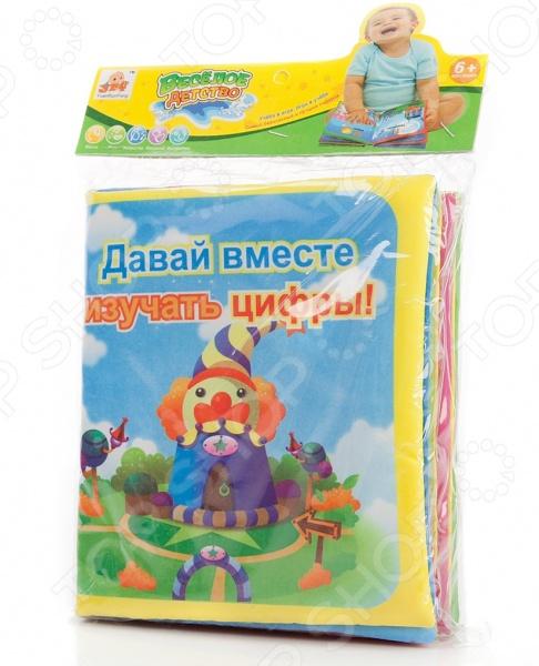 Книжка для ванны развивающая Shantou Gepai «Водные рисунки. Цифры»Игрушки для купания малышей<br>Книжка для ванны развивающая Shantou Gepai Водные рисунки. Цифры обучающая игрушка для детей от 6 месяцев. Яркие картинки обязательно привлекут внимание ребенка и помогут в обучении цифрам и счету. Страницы книги выполнены из нейлона с губчатым наполнителем. В результате книга мягкая и прочная, при этом подходит для игры во время купания.<br>