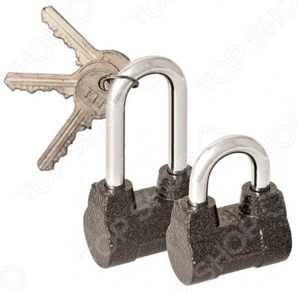 Замок навесной с длинной дужкой FIT 67077Замки<br>Замок навесной с длинной дужкой FIT 67077 проверенное временем приспособление для защиты от проникновения в складские, хозяйственные и прочие помещения нежилого типа. Навесной замок прост в установке и использовании, подойдет для любой двери с проушинами.  Запирающий механизм повышенной секретности.  Надежная дужка из закаленной стали.  Алюминиевый корпус.  В комплекте 3 ключа.<br>