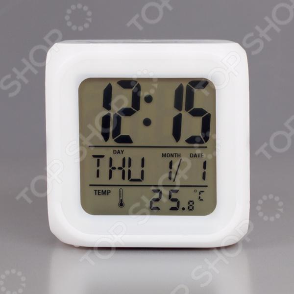 Часы настольные Вега HS 2714Часы настольные<br>Часы настольные Вега HS 2714 простая и стильная модель, которая станет отличным дополнением вашего домашнего или офисного интерьера. Будильник оснащен электронным механизмом, который обеспечит качественную и бесперебойную работу. Простой и понятный дизайн часов не будет вас отвлекать от важных дел, а функция будильника напомнит вам о том, что нужно собираться. Особенность данной модели заключается в оригинальной форме в виде кубика. Надежный корпус выполнен из пластика, поэтому за ним легко ухаживать. Благодаря компактному размеру, часы поместятся в любом уголке вашего дома. Функции настольных часов Вега HS 2714:  время и дата;  температура воздуха;  ночная подсветка, 7 различных цветов подсветки;  будильник с возможностью повтора;  9 мелодий;  возможность выбора часового формата 12 24. Устройство работает на 4 батарейках типа ААА и 2 LR44батарейках типа в комплект не входят .<br>