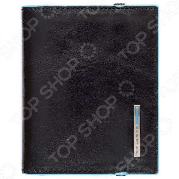 Чехол для кредитных и визитных карт Piquadro Blue Square PP1395B2 - стильный мужской аксессуар выполненный из натуральной телячьей кожи. По краям модель прострочена. Внутренняя часть чехла выполнена в голубом цвете. Лицевая сторона украшена металлической вставкой с голубой полоской и логотипом компании. Чехол удобно и практично фиксируется клапаном-резинкой вперехлест . Модель выполнена из высококачественной натуральной кожи, которая эффективно отталкивает влагу и обладает высокими износоустойчивыми характеристиками. Аксессуар поставляется в подарочной коробке и может стать отличным презентом для деловых и успешных людей.