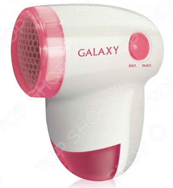 Машинка для удаления катышков Galaxy GL 6301Машинки для удаления катышков<br>Зачастую, в результате носки и стирки, на вязанных и трикотажных вещах образуются катышки, которые очень портят внешний вид одежды. Машинка для удаления катышков Galaxy GL 6301 поможет вам быстро и без особых усилий привести вещи а порядок. Она аккуратно срежет катышки, при этом не повредив плетение ткани. Прибор снабжен съемным контейнером для катышков, стальными лезвиями и защитной крышкой. Машинка работает от двух батареек типа АА 1,5 В приобретаются отдельно . Щеточка для чистки в комплекте.<br>