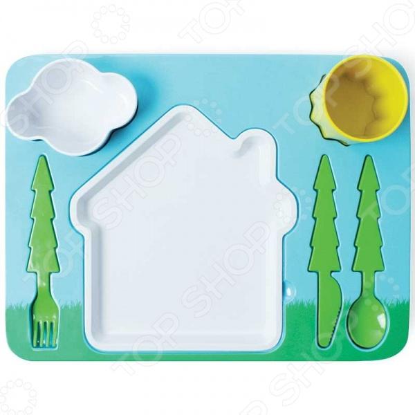 Поднос-сервиз для ребенка Doiy Landscape - великолепный подарок для маленьких туриста! Вам никак не удается усадить за стол вашу маленького непоседу С таким удивительным набор теперь это не составит труда, ведь любое блюда станет намного аппетитнее в такой посуде и есть его ребенок будет с большим удовольствием. Тарелка в виде домика, столовый приборы в форме лесных елочек, мисочка-соусница в форме облока и стаканчик-солнышко! Разве не так едят самые настоящие туристы Все элементы набора выполнены из высококачественных, прочных и безопасных материалов: поднос из меламина, материала не содержащего вредного Бисфенола А. Верхние мисочки можно мыть в посудомоечной машине, а вот греть поднос в микроволновке не рекомендуется.