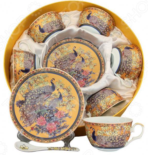 Чайный набор Elan Gallery «Павлин»Чайные и кофейные наборы<br>Чайный набор Elan Gallery Павлин превосходный комплект на четыре персоны, который станет великолепным украшением стола. Все элементы выполнены из качественной керамики, которая считается одним из лучших материалом для изготовления посуды для чаепитий и кофепития. Благодаря своим уникальным свойствам, керамика хорошо удерживает тепло и очень богато смотрится на столе. К каждой чашке предусмотрено блюдце и чайная ложечка, которые идеально дополняют каждый из четырех чайных троек. Все элементы украшает яркий и четкий цветочный узор, который придает набору праздничный вид. Из таких кружек приятно пить, медленно смакуя и наслаждаясь горячим напитком. Все элементы соединяются в восхитительный чайный ансамбль, который станет элегантным и полезным подарком родственнику, коллеге или близкому другу. Привнесите в свой дом еще больше красоты и уюта!<br>