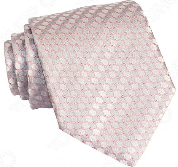 Галстук Mondigo 35090Галстуки. Бабочки. Воротнички<br>Галстук Mondigo 35090 это галстук из высококачественной микрофибры с геометрическим принтом. Он подходит как для повседневной одежды, так и для эксклюзивных костюмов. Подберите галстук в соответствии с остальными деталями одежды и вы будете выглядеть идеально! В современном мире все большее распространение находит классический стиль одежды вне зависимости от типа вашей работы. Даже во время отдыха многие мужчины предпочитают костюм и галстук, нежели джинсы и футболку. Если вы хотите понравится девушке, то удивить ее своим стилем это проверенный метод от голливудских знаменитостей. Для того, чтобы каждый день выглядеть по-новому нет необходимости менять галстуки, можно сменить вариант узла, к примеру завязать:  узким восточным узлом, который подойдет для деловых встреч;  широким узлом Пратт , который прекрасно смотрится как на работе, так и во время отдыха;  оригинальным узлом Онассис , который удивит всех ваших знакомых своей неповторимый формой.<br>