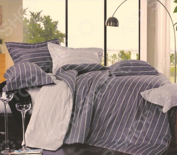 Комплект постельного белья La Noche Del Amor 543. Цвет: серый, сиреневый. 1,5-спальный1,5-спальные<br>Спальня один из важнейших уголков квартиры. Это место, где человек может отдохнуть и набраться сил после трудного рабочего дня, прочитать любимую книгу и просто побыть вместе со своей второй половинкой. Именно поэтому к оформлению спальной комнаты следует подходить с большой ответственностью. Комплект постельного белья La Noche Del Amor 543 прекрасное решение для любой спальни. Вас приятно удивит сочетание высококачественного материала, насыщенной цветовой палитры и изящного узора. Серо-сиреневая гамма привнесет в комнату особый уют, комфорт и гармонию. А утонченный рисунок в полоску станет органичным продолжением любого интерьера.  Сатин качество, практичность, изысканность! Постельное белье изготовлено из натурального хлопка. В процессе производства используется два вида нитей: утолщенные волокна для основы, а крученные тонкие для лицевой стороны. Таким образом, внешняя сторона белья получается гладкая и блестящая. А с изнанки формируется более плотный, шероховатый слой. Именно это сатиновое плетение и формирует исключительные потребительские качества постельного белья:  высокую прочность;  износоустойчивость;  хорошую воздухопроницаемость;  легкость стирки и глажки;  приятную текстуру;  длительную стойкость красок;  хорошие теплоизолирующие свойства. Хлопок прекрасно сохраняет температуру и впитывает влагу. Поэтому в летнее время вы будете ощущать приятную прохладу, а в холодный сезон обволакивающее тепло. Хлопок не содержит аллергенов это самый подходящий материал для людей, чувствительных к различным внешним раздражителям. Создайте спальню своей мечты Комплект постельного белья La Noche Del Amor залог комфортного сна и отдыха. Изящный рисунок станет замечательным завершением рабочего дня, оставит позади все тревоги и шум города. Теперь каждая минута, проведенная в спальной комнате, будет вызывать исключительно приятные эмоции. А после пробуждения вас будут сопр
