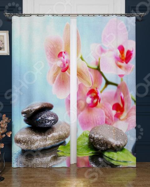 Фотошторы блэкаут Сирень «Утонченный аромат цветов»Фотошторы<br>Окно в комнате может считаться её символическим центром, поэтому так важно выбрать подходящее для него художественное оформление, которое бы гармонично вписывалось в выбранный вами стиль интерьера. Правильно подобранные шторы способны преобразить вашу комнату, сделать её более светлой или уединенной, яркой или более спокойной, визуально больше или уютней. Фотошторы блэкаут Сирень Утонченный аромат цветов это идеальный вариант для вашей спальни, гостиной или гостевой комнаты. Прочные, плотные и качественные изделия не только стильно оформят оконное пространство, но и позволят правильно расставить акценты в интерьере, скрыть небольшие недостатки в отделке. Особенность данной модели заключается в ярком и красочном рисунке, который поражает своей реалистичностью и четкостью. Он не выгорает на солнце и не выцветает при стирке. В комплект входят 2 шторы размером 145х260 см, поэтому они отлично подходят для большинства размеров окон. Фотошторы выполнены из прочного и очень плотного материала блэкаута. Это приятный на ощупь материал прост в уходе, так как легко выдерживает многочисленные стирки и глажки. Он практически светонепроницаем, поэтому вы сможете легко регулировать степень освещенности в комнате. За счет особого плетения нитей формирует мягкие складки без заломов. Другие положительные стороны этого материала:  легко драпируется;  прекрасно держит форму;  износостойкий;  устойчив к загрязнениям;  сохраняет тепло;  имеет высокие шумоизоляционные свойства. Изделия рекомендуется при температуре 30 С в режиме бережной стирки и гладить при 150 С в режиме шелк . Не следует использовать отбеливающие средства. Шторы крепятся на шторную ленту под крючки. Позвольте вашему интерьеру заиграть новыми красками и формами с фотошторами Утонченный аромат цветов от бренда Сирень!<br>