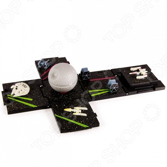 Набор игровой для мальчика Spin Master «Боевые кубики. Звезда смерти»Игровые наборы для мальчиков<br>Набор игровой для мальчика Spin Master Боевые кубики. Звезда смерти это увлекательная стратегическая игра для юных любителей знаменитой саги Звездные войны . В собранном виде это куб с длиной ребра 7 сантиметров. Если кубик разложить, то получится настоящее игровое поле с тематическими миниатюрами. В набор также входят игровые кости и карта игры, миниатюрный корабль Тысячелетний сокол , истребитель повстанцев и два классических имперских корабля, а также улучшенный имперский истребитель Дарта Вейдера.<br>