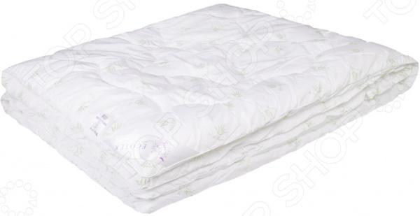 Одеяло Ecotex «Алое Вера»Одеяла<br>Одеяло Ecotex Алое Вера высококачественное изделие, которое подарит вам уют, тепло и здоровый сон. Чехол одеяла изготовлен из натурального хлопка, пропитанного полезнейшим маслом алоэ-вера. Этот компонент благотворно сказывается на организме человека укрепляет иммунитет, успокаивает нервную систему и оказывает антисептическое воздействие. Помимо этого, одеяло не впитывает запахи и не накапливает пыль, которая могла бы стать причиной аллергии. В качестве наполнителя используется заменитель лебяжьего пуха, формирующий идеальный микроклимат для отдыха и сна. Волокно наполнителя обеспечивает циркуляцию воздуха, отлично накапливает тепло, но не создает эффект парника . Поэтому одеяло можно использовать как в теплый, так и в холодный сезон года. В любом случае, оно подарит вам часы абсолютного покоя и умиротворения.<br>