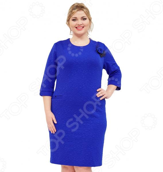 Платье Grace «Ионна». Цвет: синийПовседневные платья<br>Платье Grace Ионна это легкое платье, которое поможет вам создавать невероятные образы, всегда оставаясь женственной и утонченной. Грамотный крой и цвет скрывают недостатки фигуры и подчеркивают достоинства. В этом платье вы будете чувствовать себя блистательно как на празднике, так и на вечерней прогулке по городу.  Платье футляр визуально формирует стройный силуэт.  Удобные свободные рукава 3 4.  Длина ниже колена.  Декорировано брошью в виде розочки. Платье сшито из ткани, состоящей на 60 из вискозы, на 30 из полиэстера и на 10 из эластана. Материал приятен на ощупь и удобен в носке.<br>