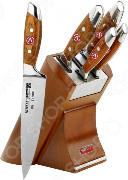Набор ножей Vitesse VS-1745Ножи<br>Набор ножей Vitesse VS-1745 с лезвиями из высококачественной нержавеющей стали 420J2 станет незаменимым на вашей кухне. Идеально подойдет для шинковки, чистки, нарезки овощей и фруктов, а также перерубания мелких костей. Лезвия ножей долго сохраняют заточку, а цельнокованная конструкция клинков гарантирует долговечность изделий. Эргономичная рукоять каждого изделия выполнена из дерева. Рельефная поверхность обеспечит надежный захват и не даст ножу скользить в руке при использовании. Больстер имеет небольшую длину, что обеспечивает идеальный баланс и дополнительный вес для легкой нарезки. В комплекте поставляется 5 ножей различного назначения и удобная деревянная подставка. С набором ножей Vitesse VS-1745, вы почувствуете себя профессиональным шеф-поваром.<br>