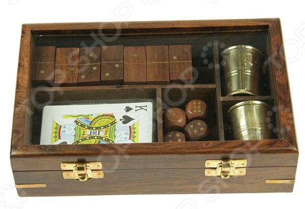 Набор подарочный для игры в карты, домино и кости 33195Набор подарочный для игры в карты, домино и кости станет отличным презентом человеку, который увлекается азартными играми. Комплект включает в себя игровые атрибуты сразу для нескольких игр: кости, домино и карточные игры. Все детали удобно и компактно умещаются в специальный ящик с прозрачной крышкой, что позволяет видеть содержимое. Таким образом, вы можете не только интересно проводить время с друзьями, но и украсить свой интерьер необычным аксессуаром. Основным материалом изготовления большинства элементов является древесина, которая выглядит очень элегантно и солидно. Деревянные кости для домино надолго сохранят свой внешний вид, позволяя продлить удовольствие от игр. Для игры в кости предусмотрены два латунных стакана и четыре кубика, также сделанных из дерева. И, конечно же, в наборе есть одна колода карт, с помощью которой можно реализовать любую карточную игру. Приобретя подарочный набор, вы навсегда забудете о скуке, а также сможете чаще собираться с друзьями за увлекательными карточными играми.<br>