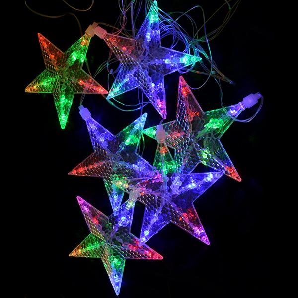 Гирлянда электрическая Новогодняя сказка «Звезды» 971606Гирлянды<br>Зимние праздники - самые любимые и долгожданные и это не удивительно, ведь Рождество и Новый Год - это всегда ожидание чего-то невероятного, сказочного и волшебного и для того, что бы это волшебство не рассеялось в ежедневных заботах и хлопотах стоит уделить особое внимание украшению интерьера. Дополните традиционную ёлку рождественскими композициями, венками, свечами, гирляндами и конечно не забудьте о праздничном декорировании фасада дома. Гирлянда электрическая Новогодняя сказка Звезды 971606 - оригинальное рождественское декоративное украшение, которое в сочетании с елкой довершит чудесное преобразование интерьера перед праздником. Гирляндой можно украсить окна или большую ель, окутав ее лампочками. В вечернее и ночное время гирлянда будет светить приятным светом, наполняя помещение праздничным мерцанием. Пусть ваш дом засияет праздничными огнями и заиграет яркими красками и тогда грядущий год непременно принесет в вашу семью счастье и радость.<br>