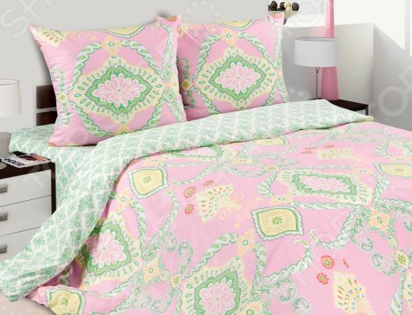 Комплект постельного белья Ecotex «Алладин». 1,5-спальный1,5-спальные<br>Комплект постельного белья Ecotex Алладин это незаменимый элемент вашей спальни. Человек треть своей жизни проводит в постели, и от ощущений, которые вы испытываете при прикосновении к простыням или наволочкам, многое зависит. Чтобы сон всегда был комфортным, а пробуждение приятным, мы предлагаем вам этот комплект постельного белья. Приятный цвет и высокое качество комплекта гарантирует, что атмосфера вашей спальни наполнится теплотой и уютом, а вы испытаете множество сладких мгновений спокойного сна. В качестве сырья для изготовления этого изделия использованы нити хлопка. Натуральное хлопковое волокно известно своей прочностью и легкостью в уходе. Волокна хлопка состоят из целлюлозы, которая отлично впитывает влагу. Хлопок дышит и согревает лучше, чем шелк и лен. Поэтому одежда из хлопка гарантирует владельцу непревзойденный комфорт, а постельное белье приятно на ощупь и способствует здоровому сну. Не забудем, что хлопок несъедобен для моли и не деформируется при стирке. За эти прекрасные качества он пользуется заслуженной популярностью у покупателей всего мира. Комплект постельного белья Ecotex Алладин выполнен из поплина. Это ткань самого простого полотняного плетения с чуть заметным рубчиком, который появляется из-за использования нитей разной толщины. Нежный, и в тоже время прочный материал, отлично подходит для людей с чувствительной кожей и детей. Частая стирка не изменяет цвет рисунка и не влияет на износостойкость таких изделий.<br>