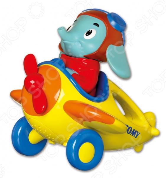 Игрушка интерактивная Tomy «Весёлые виражи летчика Люка» игрушки интерактивные tomy интерактивная игрушка веселые виражи летчика люка