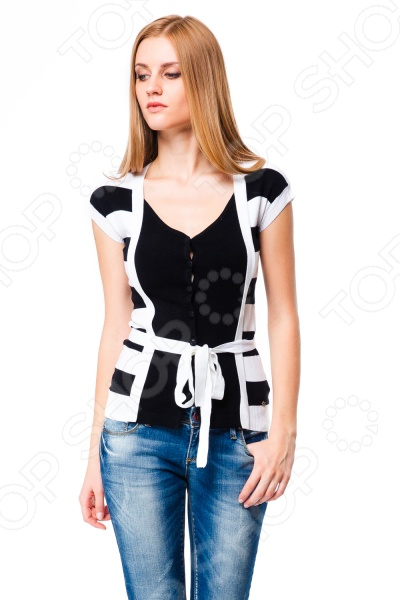 Жакет Mondigo 9710. Цвет: белыйЖакеты. Пиджаки<br>Жакет Mondigo 9710 представляет собой стильный элемент верхней одежды оригинального покроя из вязаной вискозы. Он выполнен из высококачественной вискозы, что делает его приятным и мягким на ощупь, а также не позволяет одежде электризоваться. На пуговицах, с оригинальной отделкой, пояском и элегантным вырезом. Отлично смотрится в ансамбле с классическими и зауженными брюками.<br>