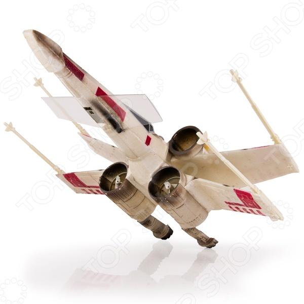 Самолет Spin Master Звездный истребитель Air Hogs представляет собой реалистичную копию истребителя X-Wing из всемирно известной саги Звездные войны . Маленький летчик управляет моделью при помощи пульта радиоуправления. Летательный аппарат оснащен мощными моторами, спрятанными в корпусах турбин и передатчиком с радиусом действия 100 метров. Самолет Spin Master Звездный истребитель Air Hogs изготовлена из ударопрочного пластика, поэтому не боится падений с высоты. Представленная модель способствует развитию моторики и логики, учит координации в пространстве, тренирует реакцию и сообразительность.
