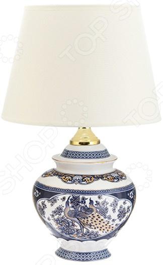 Лампа настольная Elan Gallery «Павлин»Настольные лампы<br>Лампа настольная Elan Gallery Павлин электрический светильник для освещения дома и придания помещению особого уюта, атмосферы, чтобы подчеркнуть красоту интерьера. Придаст домашним вечерам особое очарование. Лампа выполнена в оригинальном стиле, идеально подойдет как подарок на новоселье. Светильник прекрасно подойдет для вашей гостиной.  Овальный абажур  Оригинально смоделированное основание. На сегодняшний день существует множество вариантов того, как украсить интерьер с помощью красивых настольных ламп. Комбинируйте сразу несколько декоративных элементов и придавайте индивидуальность и неповторимость любому помещению.<br>