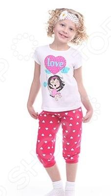 Комплект для девочки: джемпер и капри Свитанак 606503Детские костюмы<br>Комплект для девочки: джемпер и капри Свитанак 606503 это практичный комплект для вашего ребенка, в котором она будет чувствовать себя комфортно на протяжении всего дня. Джемпер и штанишки сшиты из натурального хлопка, такая ткань нежно касается тела не создавая неудобств. Шелковистые швы не оставляют следы на теле, они очень прочные и не подвергаются деформированию даже после нескольких стирок. Джемпер подходит и для комбинирования с другой одеждой, ведь она отлично сочетается с детскими вещами и подойдет при носке осенью или весной.<br>
