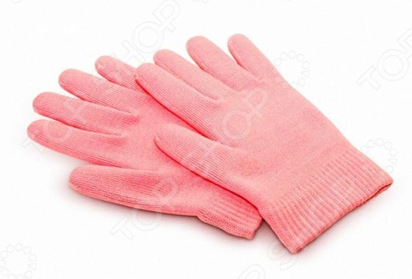 Увлажняющие гелевые перчатки Gess SweetyКосметические средства для рук и ног<br>Увлажняющие гелевые перчатки Gess Sweety достойная замена походам в маникюрный салон. С их помощью вы сможете навсегда отказаться от спа-процедур, заменив их этим действующим и простым домашним способом. Секрет перчаток заключается в особом составе гелевой пропитки, чьих свойств хватает на 50 процедур. В состав геля входит масло жожоба и витамин Е. Оба компонента положительно влияют как на внешний вид кожи, так и на ее состояние:  гелевая пропитка увлажняет, питает и смягчает кожный покров;  масло способствует омоложению клеток;  витамин Е придает особую мягкость и шелковистость;  ускоряет клеточный метаболизм;  удаляет ороговевшие клетки;  усиливается микроциркуляция кожи рук.  Перчатки выполнены из смеси хлопковых и синтетических волокон. Они удобно прилегают к коже, не пережимая сосуды. При регулярном применении разглаживаются даже мелкие морщинки. Вернется упругость и тонус кожного покрова, которые приятно поразят вас. С помощью этой маленькой хитрости ваши руки всегда будут выглядеть красиво и молодо!<br>