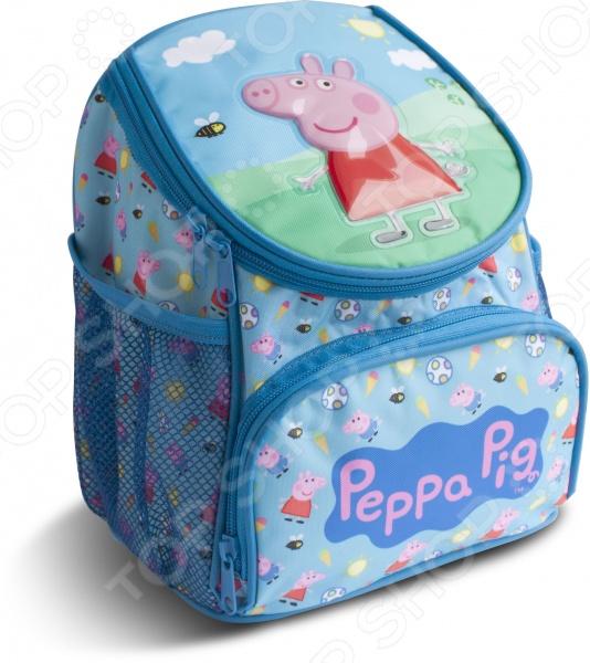 Рюкзак дошкольный Peppa Pig увеличенный «Свинка Пеппа»Рюкзаки. Сумки. Портфели<br>Рюкзак дошкольный Peppa Pig увеличенный Свинка Пеппа это прекрасный аксессуар для вашего малыша. В нем отлично поместятся все необходимые принадлежности, которые нужны ребенку при посещении образовательного кружка или спортивной секции. Представленная модель оснащена вместительным внутренним отделением, внешним карманом на молнии, боковыми сетчатыми карманами, мягкой ручкой для переноски и регулируемыми плечевыми ремнями. Изделие выполнено из качественной износостойкой ткани, обладающей водоотталкивающими свойствами. Рюкзак украшен объемной аппликацией PVC и ярким принтом, что делает его очень стильным и модным.<br>