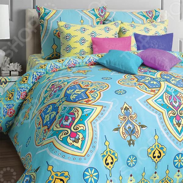 Комплект постельного белья Mona Liza Arabic. 1,5-спальный1,5-спальные<br>Комплект постельного белья Mona Liza Arabic это незаменимый элемент вашей спальни. Человек треть своей жизни проводит в постели, и от ощущений, которые вы испытываете при прикосновении к простыням или наволочкам, многое зависит. Чтобы сон всегда был комфортным, а пробуждение приятным, мы предлагаем вам этот комплект постельного белья. Приятный цвет и высокое качество комплекта гарантирует, что атмосфера вашей спальни наполнится теплотой и уютом, а вы испытаете множество сладких мгновений спокойного сна. В качестве сырья для изготовления этого изделия использованы нити хлопка. Натуральное хлопковое волокно известно своей прочностью и легкостью в уходе. Волокна хлопка состоят из целлюлозы, которая отлично впитывает влагу. Хлопок дышит и согревает лучше, чем шелк и лен. Поэтому одежда из хлопка гарантирует владельцу непревзойденный комфорт, а постельное белье приятно на ощупь и способствует здоровому сну. Не забудем, что хлопок несъедобен для моли и не деформируется при стирке. За эти прекрасные качества он пользуется заслуженной популярностью у покупателей всего мира. Комплект постельного белья выполнен из ткани бязь. Бязь это одна из самых популярных тканей. Постоянному спросу на такую ткань способствует то, что на протяжении многих лет она остается незаменимой в производстве постельного белья, медицинской одежды, мужских сорочек и даже детских пеленок. Это объясняется уникальными свойствами такой ткани: гладкая и приятная на ощупь, но в то же время очень прочная и стойкая к многочисленным стиркам. Комплект из бязи прослужит очень долго, если соблюдать простые рекомендации. Необходимо стирать при температуре 40 , используя порошок для цветного белья. Не применять хлорсодержащие средства и отбеливатели. Желательно выворачивать белье наизнанку перед стиркой. Гладить при помощи утюга с функцией подачи пара или через влажную ткань. Для пошива комплектов используются широкие ткани, что позволяет не д