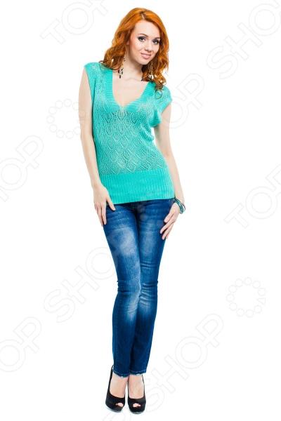Кофта Mondigo 9492. Цвет: бирюзовыйДжемперы. Кардиганы. Свитеры<br>Кофта Mondigo 9492 удобная вещь для прохладной погоды. Это изделие прекрасно смотрится само по себе, но лучше всего в сочетании с другими вещами и аксессуарами женского гардероба. Комфортная кофта подойдет для повседневного использования дома или на работе, но за счет дополнительных аксессуаров и бижутерии может стать хорошим вариантом даже для романтического вечера.  Красивый кружевной узор.  Низ изделия выполнен широкой резинкой в рубчик.  V-образный вырез горловины.  Изделие связано из искусственной шелковой нити.<br>