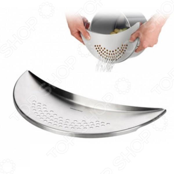 Дуршлаг многофункциональный Tescoma ChefДуршлаги. Сито<br>Дуршлаг многофункциональный Tescoma Chef присоединяемый дуршлаг для кастрюль диаметром от 14 до 28 см, использующийся для слива воды после варки макаронных изделий, круп, картофеля. Также используется для сушки, процеживания и пассировки овощей, для мытья ягод и грибов. Максимально безопасен в эксплуатации. Изготовлен из высококачественного пластика, устойчивого к кипятку.<br>