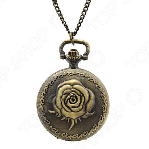Кулон-часы Mitya Veselkov «Медальон с розой (большой)»Кулоны<br>Кулон-часы Mitya Veselkov Медальон с розой большой  это стильный аксессуар, который выполняет не только функцию украшения, но и классических часов. Корпус изделия выполнен из прочного, но изящного сплава тонкой работы. Внутри корпуса вы увидите кварцевые часы с тремя стрелками, которые прослужат вам долгие годы. Кулон крепится на изящную цепочку панцирного плетения, с карабином, при необходимости вы можете заменить её и использовать кожаный шнурок. В такой вариации вы идеально дополните образ стим-панк, который снова становится популярен. Любая современная девушка будет в восторге от такого украшения, ведь эти часы сочетаются с любыми аксессуарами и хорошо смотрятся как с свитерами крупной вязки, так и с воздушными блузами. Этот кулон может стать идеальным подарком на праздник.<br>