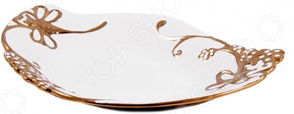 Блюдо декоративное керамическое 114108Декоративные тарелки<br>Блюдо декоративное керамическое 114108 изделие, отличающееся оригинальным дизайном и высоким качеством. Оно изготовлено из прочной керамики, дополнено красивейшей золотистой каймой. Несомненно, это идеальный материал для хранения пищи, ведь он не содержит вредных веществ и не впитывает запахов. Блюдо прекрасно подойдет для сервировки различных холодных закусок, нарезок, салатов, а также фруктов, конфет и прочих кондитерских изделий. Оно будет не только великолепным украшением обеденного стола, но и прекрасно дополнит интерьер кухни или гостиной. Блюдо рекомендуется очищать в теплой воде без применения чистящих средств с абразивными включениями.<br>