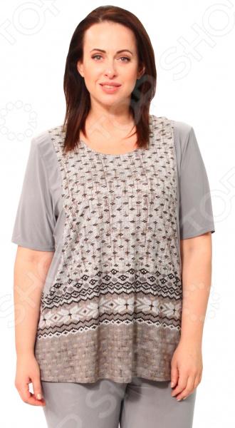 Туника Pretty Woman «Орнамент». Цвет: серыйТуники<br>Туника Pretty Woman Орнамент это великолепная вещь, которая создана с учетом всех особенностей женской фигуры. В этой тунике вы будете чувствовать себя тепло и комфортно как на работе, так и на любой вечеринке. Тунику можно носить не только с брюками, но и с юбками, ведь цвет универсален.  Короткие рукава, достаточно широкие, помогут скрыть недостатки в области рук.  Рукава и бок изделия выполнены из однотонной ткани, благодаря чему силуэт кажется стройнее.  По бокам небольшие вырезы.  Длина туники до середины бедра. Сшита туника из мягкого материала 60 вискоза, 35 полиэстер, 5 лайкра , которая хорошо пропускает воздух и является антистатической, не скатывается при стирке и ношении. Полиэстер поможет сохранить вещь в отличном состоянии, даже после многих стирок ткань не вытянется и не полиняет. Швы обработаны эластичными нитями, благодаря чему швы тянутся и не натирают. Уникальная модель, которую можно приобрести только на нашем телеканале.<br>