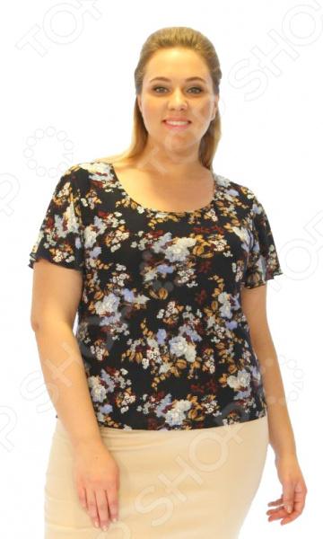 Блуза Laura Amatti «Лот 1003». Цвет: синийБлузы. Рубашки<br>Блуза Laura Amatti Лот 1003 незаменимая вещь в гардеробе модницы. Создана для женщин практически любой комплекции, ведь особенности кроя помогают скрыть недостатки и подчеркнуть достоинства фигуры. Эта блуза отлично подойдет для повседневного использования.  Блуза полуприталенного силуэта с цветочным узором.  Удобные короткие рукава.  Круглый вырез горловины подчеркнет красоту вашей шеи.  Особенно хорошо сочетается с бриджами Лот 1002 приобретаются отдельно . Блуза сшита из мягкого и приятного материала трикотина, состоящего на 100 из полиэстера. Ткань не линяет, не скатывается, формы от стирки не теряет.<br>