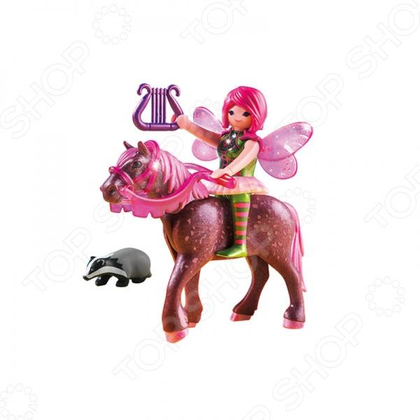 Конструктор игровой Playmobil «Лесная фея Суря с лошадью»Игровые конструкторы<br>Конструктор игровой Playmobil Лесная фея Суря с лошадью оригинальный, подарочный комплект для игры, состоящий из деталей, с помощью которых можно собрать игрушку. Для этого в комплекте есть: Фея с крылышками, лошадь, енот, аксессуары. Детский конструктор является достаточно практичным учебным пособием, так как он развивает память, мышление, логику, фантазию, а также моторику рук. Сборка конструктора подарит ребенку массу удовольствия и приятное времяпрепровождение.<br>