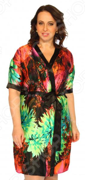 Халат Элеганс «Прекрасная леди». Цвет: зеленый, красныйХалаты<br>Халат Элеганс Прекрасная леди это удобная, уютная и приятная домашняя одежда, которая поможет вам расслабиться после трудового дня и почувствовать себя королевой. В этом халате вы будете обольстительны и изящны благодаря атласному материалу, который пользуется популярностью среди модниц с древнейших времен. Халат запашной прямого кроя, есть пояс по линии талии, который выгодно подчеркнет достоинства фигуры, внутри есть завязки для большего комфорта. Оригинальная цветовая гамма и рисунок позволят даже дома чувствовать себя стильной и желанной. Ткань практически не сминается, поэтому вам не придется переживать из-за нежелательных складок. Халат сшит из мягкого материала 97 полиэстер, 3 эластан . Швы обработаны текстурированными, эластичными нитями, благодаря чему не тянутся и не натирают кожу.<br>