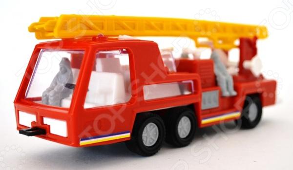 Машинка игрушечная Форма «Пожарная СМ». В ассортиментеМашинки<br>Товар продается в ассортименте. Вид изделия при комплектации заказа зависит от наличия товарного ассортимента на складе. Машинка игрушечная Форма Пожарная СМ замечательный подарок для любого мальчишки. Яркий автомобиль обязательно привлечет его внимание. Игрушка выполнена из высококачественного безопасного для здоровья пластика. Модель прекрасно сочетается с другими машинками из серии профессиональной техники.<br>