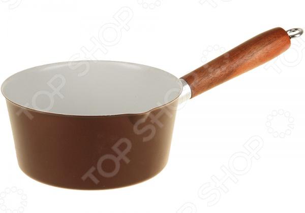 Сотейник для соусов POMIDORO S1847Сотейники<br>Сотейник для соусов POMIDORO S1847 высококачественная посуда от популярного производителя. Используя сотейник из коллекции Verano вы сможете приготовить различные соусы, которые будут не только вкусными, но и полезными, благодаря специальной поверхности. Сотейник оснащен ручкой из тонированного дерева со стальным каркасом и двухточечным креплением. Высокие бортики остановят пролив содержимого на плиту во время приготовления. Внутренняя поверхность с керамическим покрытием Kerano , к которому практически ничего не пригорает, обеспечивает сохранность вкусовых свойств. Внешнее покрытие отличается не только красивым внешним видом, но и устойчивостью к царапинам. Также стоит отметить, что сотейник можно отчистить достаточно быстро от загрязнений. Особенности сотейника:  Супер-гладкая поверхность.  Специальное финишное NANO-покрытие.  Изготовлена без перфоктановой кислоты PTFE .<br>