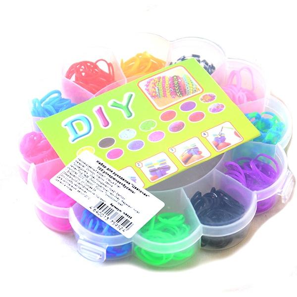 Набор резиночек для плетения Colorful Bands Цветочек NR008 это уникальный набор для детского творчества. С помощью резиночек ребенок сможет самостоятельно создать множество украшений: браслетов, подвесок, колечек. Вещь, сделанная своими руками, будет отличным подарком друзьям и семье.
