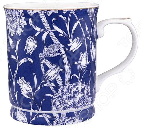 Кружка Elan Gallery «Колокольчики на синем»Кружки. Чашки<br>Кружка Elan Gallery Колокольчики на синем изготовлена из высококачественной керамики и дополнена цветочным рисунком. Посуда из этого материала позволяет максимально сохранить полезные свойства и вкусовые качества воды. Заварите крепкий, ароматный чай или кофе в представленной модели, и вы получите заряд бодрости, позитива и энергии на весь день! Классическая форма и универсальная цветовая гамма изделия позволят наслаждаться любимым напитком в атмосфере еще большей гармонии и эмоциональной наполненности. Преимущества кружки Elan Gallery Колокольчики на синем :  Изготовлена из керамики, что позволяет сохранить полезные свойства и вкусовые качества воды.  Украшена интересным рисунком.  Вмещает большой объем, который составляет 400 мл.  Подойдет в качестве подарка для ваших любимых, родных и близких. В кружке Elan Gallery Колокольчики на синем любой напиток станет еще вкуснее!<br>