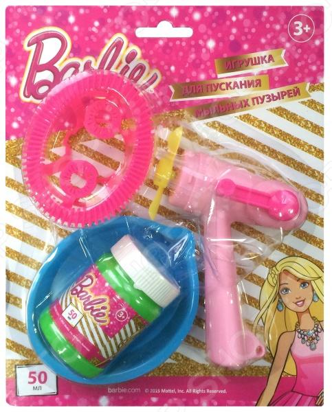 Набор для пускания мыльных пузырей 1 Toy BarbieМыльные пузыри<br>Набор для пускания мыльных пузырей 1 Toy Barbie это замечательный подарок для вашей малышки! Что может быть увлекательнее, чем выдувать мыльные пузыри и наблюдать за тем, как они парят в воздухе Переливаясь в лучах солнца, большие или маленькие невесомые шарики дарят радость и хорошее настроение не только ребенку, но и его родителям. Мыльные пузыри будут хорошим дополнением к праздничному мероприятию, например, детскому утреннику или Дню Рождения. В представленный набор входят фен с пропеллером, емкость для раствора и бутылочка на 50 мл. Для того, чтобы начать пускать пузыри, следует налить мыльную жидкость в тарелочку, окунуть в нее специальный аксессуар, а затем поднести его к работающему пропеллеру.<br>