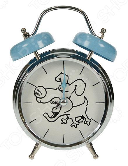Часы-будильник «Собака»Будильники<br>Часы-будильник Собака замечательный и полезный предмет интерьера для детской комнаты. Изделие представлено в классическом дизайне, столь приятном глазу: большой круглый циферблат, механический звонок и небольшие ножки. Циферблат украшен забавной картинкой с собакой, которая обязательно поднимет настроение вашему чаду. Часы-будильник представлены в нейтральной теплой расцветке, имеют три стрелки. Такой практичный предмет декора наполнит помещение уютом и теплом это то, что под силу классическим часам, и приложения на телефоне точно не справятся с такой задачей. В этом и состоит прелесть обычных часов-будильников. Источники питания в комплект не входят.<br>
