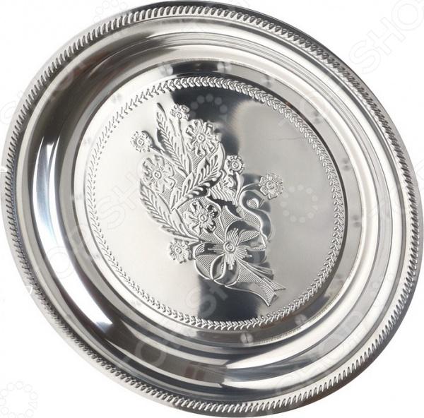 Поднос Mayer&amp;amp;BochПодносы<br>Поднос Mayer Boch представляет собой замечательный предмет, который может быть не только предметом кухонной утвари, с помощью которого удастся красиво расположить на праздничном столе фрукты или другую еду. Высококачественные материалы изготовления, зеркальная полировка и гравировка с интересным изображением, сделают поднос украшением любого сервиза или стола, даже в том случае, если внутри ничего не будет.<br>