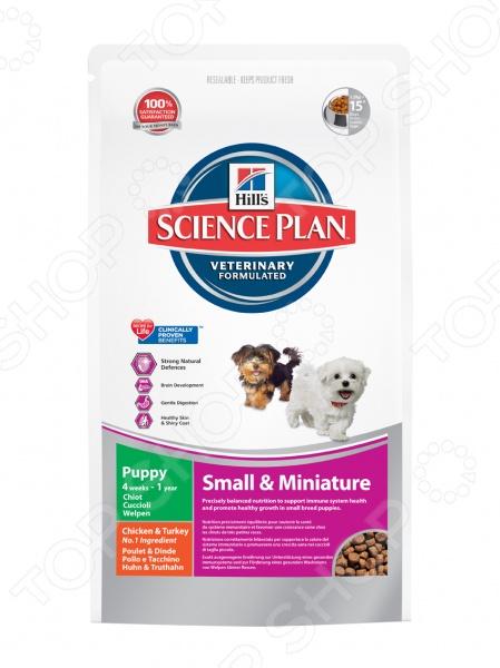 Корм сухой для щенков миниатюрных пород Hill 39;s Курица с индейкой сбалансированное и полноценное питание для мелких и миниатюрных собак в возрасте до 1 года. Благодаря тому, что рацион содержит все необходимые щенкам минералы, антиоксиданты и витамины, он способствует гармоничному развитию организма в целом. Сухой корм Hill 39;s Science Plan Puppy Small Miniature также содержит специальную жирную кислоту Омега-3, которая направлена на развитие мозга, зрения, улучшая восприятие питомца. Это вещество также способствует развитию и укреплению скелета вещества. Входящие в состав корма витамины C и E необходимы для крепкого иммунитета. Основные преимущества данного вида корма:  сбалансированное сочетание жирной кислоты Омега-3 и минералов обеспечивают подвижность суставов, рост крепких зубов и костей;  комплекс витаминов для поддерживания крепкого иммунитета;  качественные и натуральные ингредиенты для более легкого и здорового пищеварения;  подходит для собак мелких пород с момента отъема от матери плоть до 12 месяцев;  высокое содержание Омега-6 жирных кислот поддерживает здоровье кожи и шерсти;  подходящий размер гранул специально разработан для щенков собак мелких и миниатюрных пород Как подготовить щенка к питанию кормом Hill 39;s Science Plan. Если вы решили перевести щенка на рацион Hill 39;s Science Plan Puppy Small Miniature, это следует делать постепенно. Чтобы щенок быстрее усвоил новый вид корма, смешайте воду комнатной температуры с хрустящими гранулами Hill 39;s Science Plan. В последующие 7 дней понемногу уменьшайте содержание сухого корма, до тех пор пока питомец полностью не перейдет на сухой корм. Суточная норма кормления. Как правило, суточная норма корма может различаться в соответствии с индивидуальными потребностями щенков, поэтому её нужно корректировать для поддержания оптимального веса:       Вес щенка, кг     Месяцы 1-3     Месяцы 4-9     Месяцы 10-12       Количество корма, г     Количество корма, г     Количество корма, г       0,25 кг     20