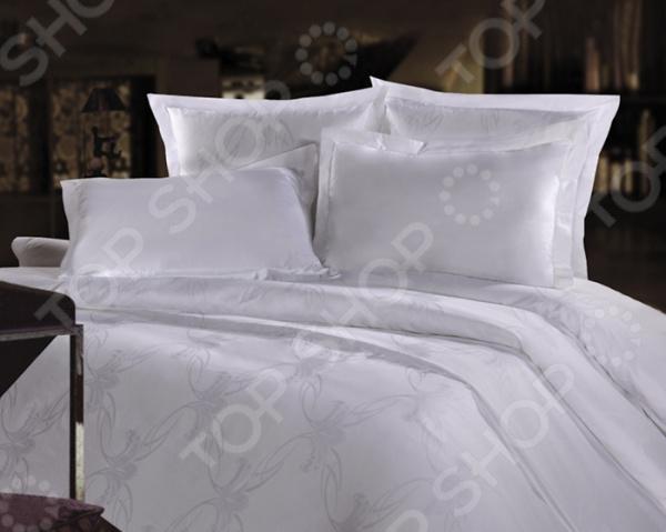 Комплект постельного белья Mona Liza «Вензель». СемейныйЕвро<br>Комплект постельного белья Mona Liza Вензель это идеальное сочетание уюта и комфорта, которое создаст атмосферу нирваны и покоя в вашей спальной комнате. Импортный материал изделия отличается гигиеническими показателями и удивительным образом соединяет в себе нежные прикосновения мягкой ткани. Высококачественная хлопковая ткань придаст интерьеру элегантный стиль. Простыни сшиты из гладкокрашенного сатина, а наволочки и пододеяльник из жаккардового сатина. Широкие куски полотна сшиваются исключительно бельевым швом. Оформление композиции выполняется с помощью высококачественных красок, которые передают и сохраняют весь цветовой спектр оттенков. Современные краски не выгорают на солнце и способны пережить более 3000 стирок, не теряя своих свойств. Ухаживать за тканью очень просто и не требует особых навыков. Рисунок комплекта поражает нежностью и насыщенностью красок. Удивительный узор покрывает все полотно и копируется на каждом элементе набора. Заправленная постель превращается в райский уголок, где вы сможете позабыть о будничных проблемах и окунуться в мир сновидений!<br>
