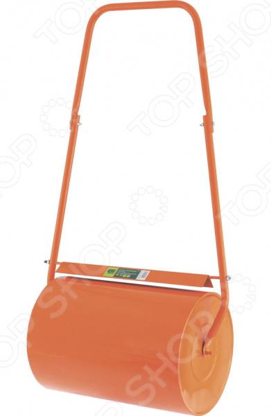 Каток для газона СИБРТЕХ 98201Инструмент для посадки<br>Каток для газона СИБРТЕХ 98201 предназначен для уплотнения почвы на газонах, для разравнивания поверхностей или уплотнения дерна. Этот ручной инструмент позволит самостоятельно уплотнить посеянные семена и сформировать садовые дорожки, тропинки. Также будет незаменим на строительной площадке для уплотнения песка или бетона при кладке дорожек. Подойдет для выравнивания полов, линолеума или ковролина. Особенность данной модели заключается в валике с полой конструкцией. Для увеличения веса катка, он может заполняться водой или песком. Отверстие закрывается пробкой-болтом. Каток отличается простотой и удобством в транспортировке. Его можно перевозить в багажнике автомобиля в разобранном виде. Инструмент выполнен из прочного и долговечного металла, который покрыт специальной порошковой эмалью. Она защищает каток от ржавчины и коррозии.<br>