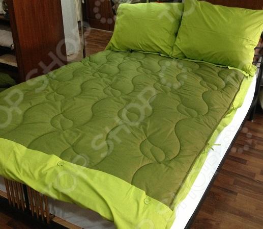 Комплект Dormeo Trend Set V2. 2-спальныйКомплекты Dormeo<br>Превосходное постельное белье может кардинально изменить интерьер спальни и атмосферу, царящую в спальне. Купите комплект постельного белья Dormeo Trend Set V2 это превосходная возможность украсить спальню высококачественным постельным бельем, сделать интерьер спальни более насыщенным и ярким, это простое и практичное решение для каждой хозяйки. Это инновационный комплект, теперь вы можете забыть о стандартной процедуре смены постельного белья, на которую уходит немало времени и усилий - к одеялу с помощью кнопок пристегивается простыня, благодаря этому вы быстро и легко смените постельное белье. Наволочка и простыня изготовлены из 100 хлопка. Постельные принадлежности, изготовленные из натуральных тканей, дарят незабываемые ощущения единства с природой. Постельные принадлежности из натуральных тканей являются незаменимыми, если у вас чувствительная кожа. Хлопок отличается долговечностью и прочностью, мягкостью, обеспечивает воздухопроницаемость и дарит сохраняющееся надолго ощущение легкости. Наполнитель одеяла из комплекта Dormeo Trend усовершенствованная микрофибра Wellsleep, доказано, что она отличается универсальностью в использовании. Микрофибра Wellsleep обладает превосходными термосвойствами, очень приятная на ощупь, кроме того, степень впитывания влаги микрофиброй является минимальной. Благодаря необычной структуре волокна образуются кармашки воздуха, придающие одеялу дополнительный объем. Создается ощущение, как будто одеяло изготовлено из пуха, это одеяло выгодно отличается от других одеял. Этот комплект, изготовленный из высококачественной ткани, долговечный, легкий в уходе, идеальный выбор для современного дома. Почему бы вместо классического пододеяльника не воспользоваться уникальной простыней, пристегивающейся к одеялу с помощью кнопок Ведь благодаря этому потребуется намного меньше усилий для того чтобы сменить постельное белье. Простыни пристегиваются к одеялу с помощью кнопок, при необход