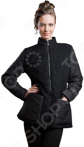 Пальто Sirenia Лучана. Цвет: черныйВерхняя одежда<br>Представляем вашему вниманию женское утепленное пальто модель ЛУЧАНА, необычайно красивое, элегантное и функциональное. Эта модель создавалась итальянской дизайн-студией Sirenia , основные задачи были создание элегантной и практичной модели для любого возраста. Ткани и утеплитель высококачественные, производства Италии. Внешняя ткань плащевая ткань с контрастной основой, что создает переливчатый эффект и смотрится очень богато, а также натуральная итальянская шерсть, которая очень эффектно дополняет плащевую ткань. Утеплитель Valtherm это пористый утеплитель нового поколения, основное отличие его от основных похожих утеплителей в том, что Valtherm не деформируется после глажки или стирки, что позволяет ему всегда держать форму нового изделия. Отдельно хочется сказать про подкладку поливискоза, производство Франция. Поливискоза это наиболее приближенная к натуральным ткань, состоящая из 50 вискозы и 50 полиэстера, что обеспечивает хорошую теплопроводимость, тело дышит , что очень важно при перепадах температур. Несмотря на воздушность данного материала, за счет пористой структуры при должной толщине он может выдерживать температуры до 20 градусов мороза. Мы используем только качественную итальянскую фурнитуру. Итальянские дизайнеры всегда славились тем, что создавали ультра современные модели и ЛУЧАНА не исключение. Данная модель это воплощение элегантности и утонченности, она выглядит лаконично, стильно и дорого , что полностью вписывается в концепцию трендов этого сезона. Данная модель подходит для любых возрастов и ситуаций, в ней можно выйти на работу, равнозначно как и в театр или ресторан. Дизайнеры Sirenia всегда особое внимание уделяют силуэту. В данной модели очень удачно просматривается силуэт песочные часы , что стройнит и красит любую женщину. Также обращаем внимание, что конструировании используются немецкие технологии, что позволяет добиться идеальной посадки. Модель ЛУЧАНА выполнена из дорогих и высо