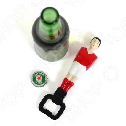 Открывалка для бутылок Doiy FootballОткрывалка для бутылок Doiy Football это идеальный партнер для просмотра футбольных матчей. Ведь как можно болеть за любимую команду без бутылочки напитка в руке. Открывалка выполнена в форме игрока со столов знаменитых настольных футбольных игр. Увесистый и довольно прочный футболист станет вашим спутником надолго. Он не поломается и поможет вам открыть не одну бутылку с любимым напитком.<br>