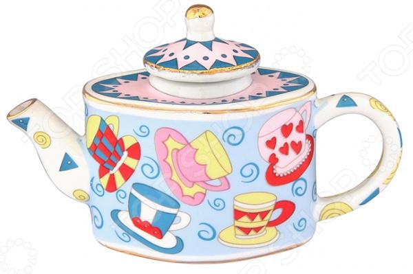 Чайник сувенирный Elan Gallery «Разноцветные чашки»Другие элементы интерьера<br>Чайник сувенирный Elan Gallery Разноцветные чашки изысканный декоративный элемент для вашего дома. Изделие поможет внести завершающий штрих в интерьер любой комнаты, ведь уют складывается из мелочей. Еще такая фигурка может быть использована при сервировке праздничного стола в качестве украшения. Кроме того, если вы желаете подобрать памятный подарок близкому человеку, то эта милая вещица прекрасно подойдет для этих целей.  Декоративный чайник способен дополнить не только интерьер кухни, но и гостиной, спальной или личного кабинета.  Милый дизайн изделия никого не оставит равнодушным. Такой сувенир подойдет практически для любого праздника. Чайник выполнен из фарфора. Изделия из такого материала получаются утонченными и сохраняют оригинальный внешний вид в течение очень долгих лет. Фарфор не требует особого ухода, его можно мыть в теплой воде или периодически протирать от пыли влажной мягкой тканью.<br>