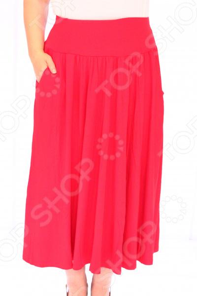 Юбка Матекс «Изабелина». Цвет: красныйЮбки<br>Юбка Матекс Изабелина прекрасная вещь для создания легкого женственного образа, которая идеально впишется в весенне-летний гардероб благодаря свободному крою и приятному материалу. Удобная юбка сделана из легкой ткани, поэтому прекрасно подойдет для повседневного использования.  Юбка фасона солнце с удобным поясом на широкой резинке.  Предусмотрено два небольших боковых кармана.  Сшито из ткани, состоящей на 95 из вискозы и на 5 из полиэстера.<br>