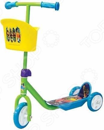 Самокат трехколесный Gulliver с корзиной TMNTСамокаты<br>Самокат трехколесный Gulliver с корзиной TMNT детский самокат, созданный специально для прогулок на свежем воздухе. Самокат достаточно прост в управлении и не создаст больших трудностей при езде. Платформа достаточно длинная, с не скользящим покрытием. Самокат подходит детям уже умеющим держать равновесие. Большие пластиковые колеса находятся на достаточном расстоянии друг от друга.<br>